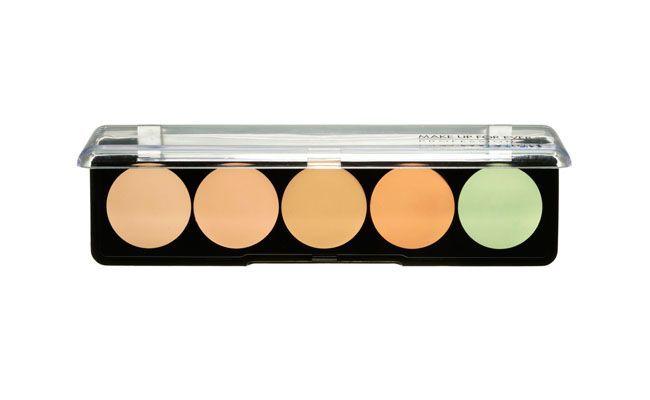 """<p><i>Corretivo Camouflage Cream Palette por R$156 na <a href=""""http://www.sephora.com.br/make-up-for-ever/maquiagem/face/corretivo-camouflage-cream-palette-12254"""" target=""""_blank"""">Sephora</a></i></p>"""