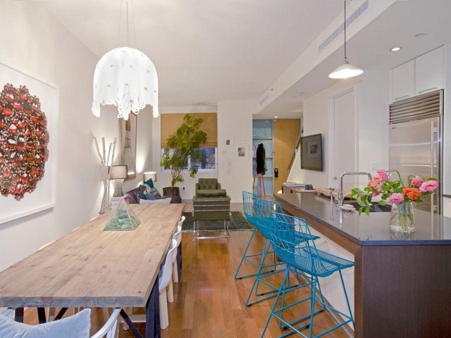 "Foto: Reprodução / <a href=""http://www.hgtv.com/design/rooms/kitchens/kitchen-bar-stool-painting-ideas"" target=""_blank"">HGTV</a>"
