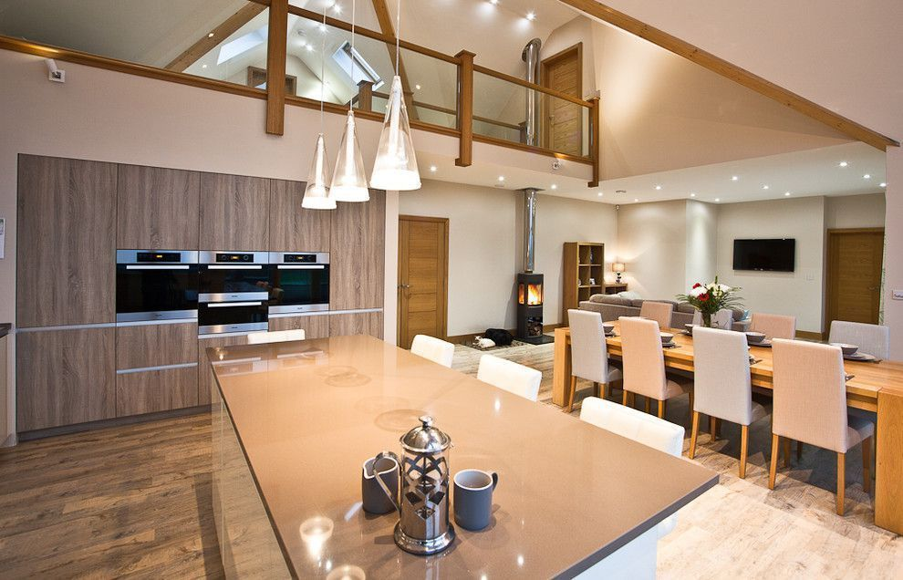 "Foto: Reprodução / <a href=""http://www.houzz.com/photos/15217839/Wanborough-Swindon-contemporary-kitchen-south-west"" target=""_blank"">Houzz</a>"