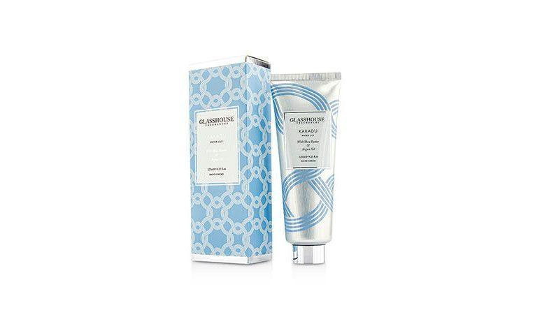 "Creme para mãos com kakadu Glasshouse por R$77 na <a href=""http://br.strawberrynet.com/perfume/glasshouse/hand-cream---kakadu--water-lily-/196029/?trackid=7030500001&campaign=Google+-+PF&langboxoff=true&Currid=BRL&gclid=CIWht-nG3skCFYkIkQodzd4Pog#"" target=""blank_"">Strawberry</a>"