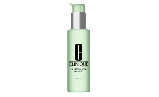 """Sabonete Líquido Soap Extra Mild para pele seca por R$65 na <a href=""""http://www.sephora.com.br/clinique/tratamento/face/sabonete-liquido-liquid-facial-soap-extra-mild-5565?id=5565&"""" target=""""_blank"""">Sephora</a>"""