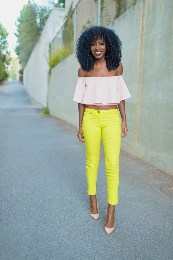 "Foto: Reprodução / <a href=""http://stylepantry.com/2014/08/28/crop-swing-top-neon-yellow-jeans/"" target=""_blank"">Style Pantry</a>"
