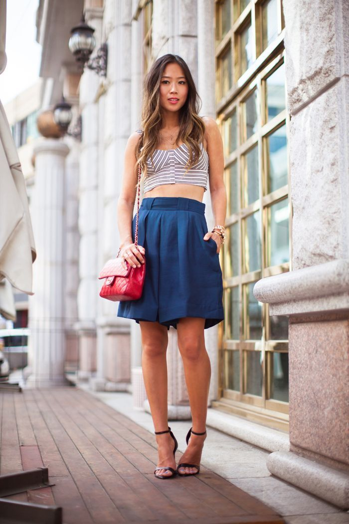 "Foto: Reprodução / <a href=""http://www.songofstyle.com/2013/08/cropped-top-and-bermuda-shorts.html"" target=""_blank"">Song of Style</a>"