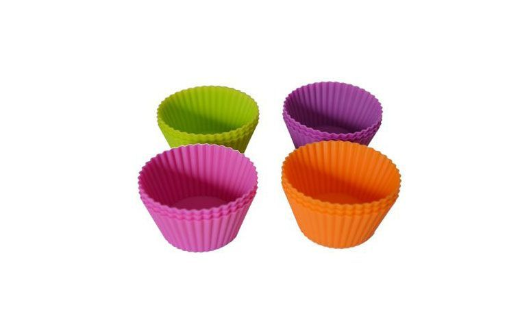 """Forminha individuais (12 unidades) por R$15,90 na <a href=""""http://lojaplaneta.produto.rakuten.com.br/forma-silicone-cupcake-muffins-queijadinha-com-12-unidades.aspx"""" target=""""blank_"""">Planeta</a>"""