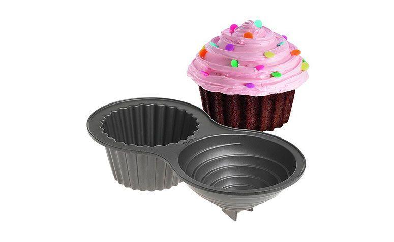 """Forma para cupcake gigante R$209,90 na <a href="""" http://www.mix3arts.com.br/material-p-confeitaria/gmu-forma-12-canecos-anti-aderente-8705.html#.VaZKnlVVikp"""" target=""""blank_"""">Mix 3 Arts</a>"""