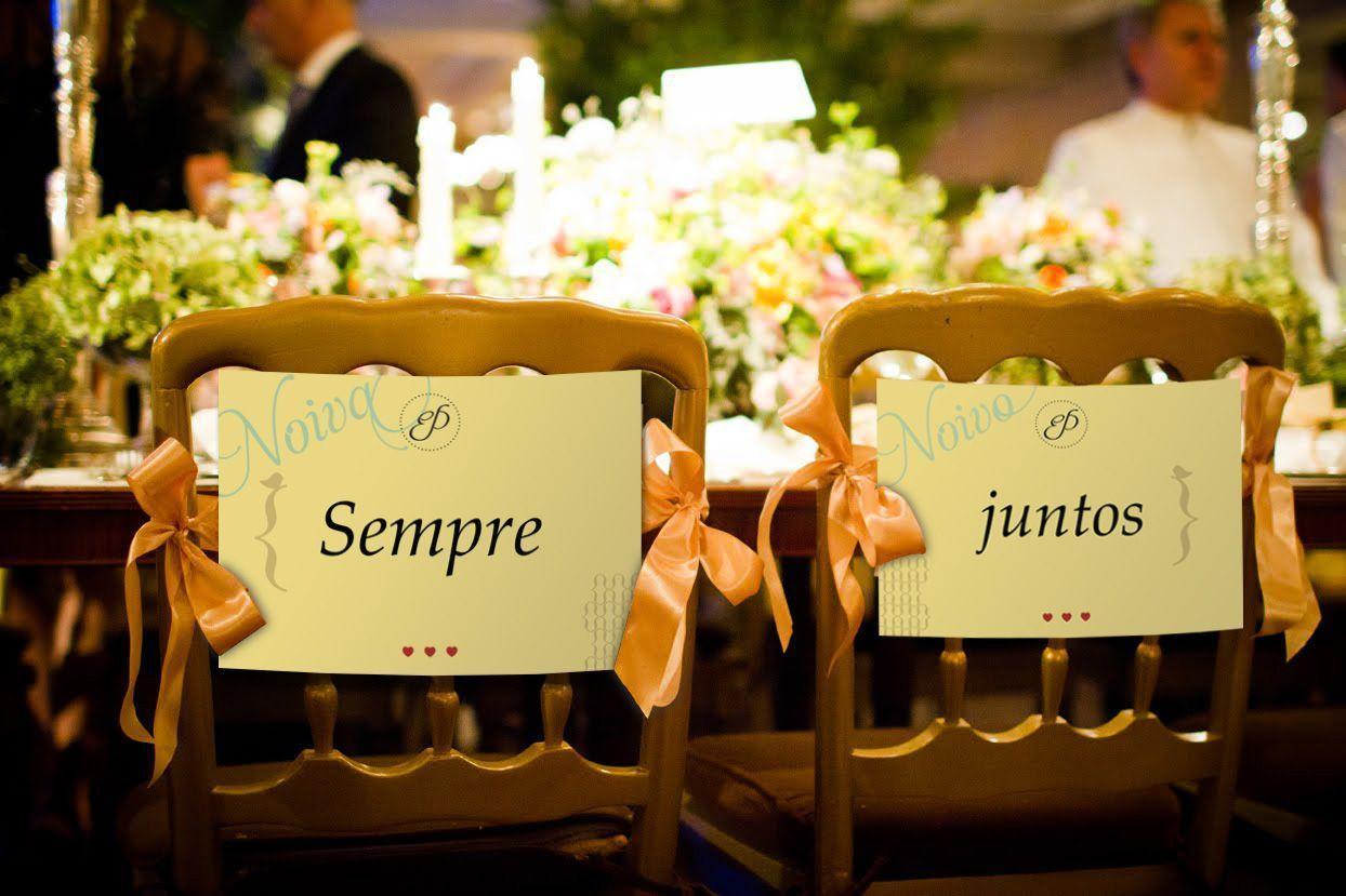 """Foto: Reprodução / <a href=""""http://fadamadrinhapersonalorganizer.blogspot.com.br/2013/04/cadeiras-dos-noivos.html"""" target=""""_blank"""">Fada madrinha e Weddings</a>"""