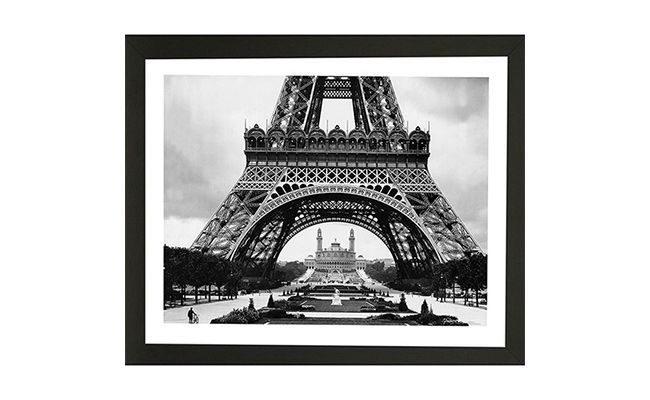"""Quadro Torre Eiffel em preto e branco por R$ 37,90 na <a href=""""http://www.americanas.com.br/produto/114093971/quadro-torre-s-vidro-27x33x1cm-kapos"""" target=""""_blank"""">Americanas</a>"""