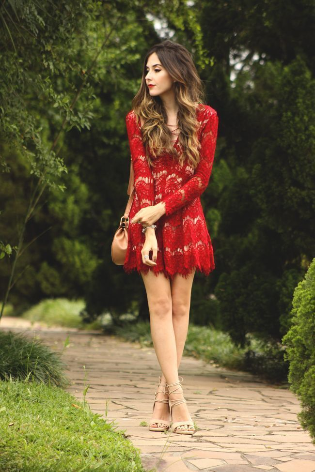 "Foto: Reprodução / <a href=""http://fashioncoolture.com.br/2015/11/25/pandora-wishlist-look-de-natal-red-lace-dress/"" target=""_blank"">Fashion Coolture</a>"