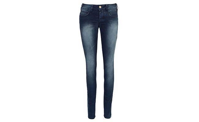 "Calça jeans com bolso pequeno Colcci por R$279,90 na <a href=""http://www.dafiti.com.br/Calca-Jeans-Colcci-Skinny-Power-Azul-1411693.html"" target=""blank_"">Dafiti</a>"