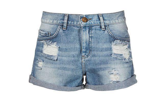 """Shorts boyfriend Le Lis Blanc por R$299,50 na <a href=""""http://www.farfetch.com/br/shopping/women/le-lis-blanc-shorts-jeans-azul-claro-item-10728955.aspx?storeid=9688&ffref=lp_58_"""" target=""""blank_"""">Farfetch</a>"""
