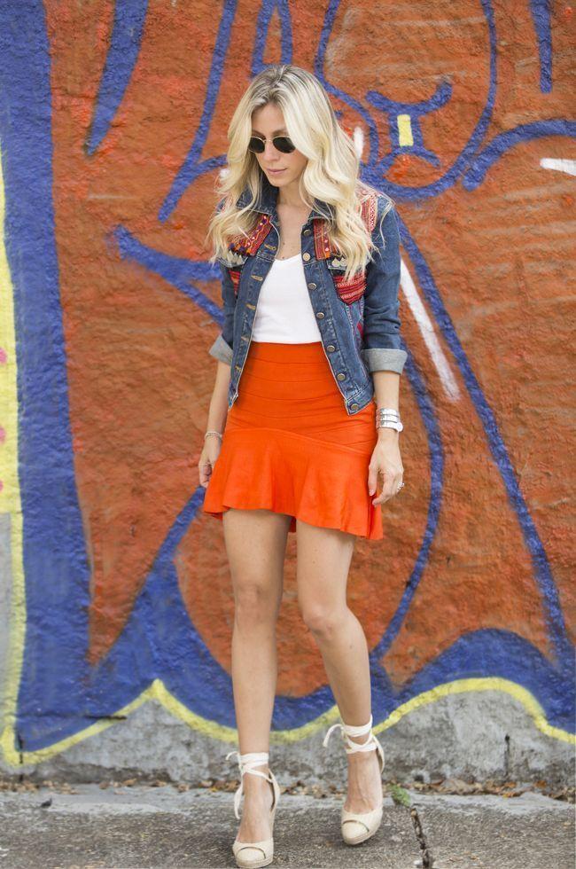 """Foto: Reprodução / <a href=""""http://www.glam4you.com/look-do-dia-saia-de-tricot-laranja/"""" target=""""_blank"""">Glam4you</a>"""