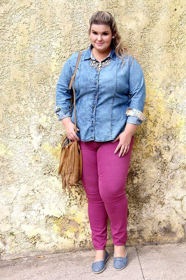 """Foto: Reprodução / <a href=""""http://grandesmulheres.com.br/2015/09/30/camisa-jeans-look-versatil-para-o-dia-a-dia/"""" target=""""_blank"""">Grandes Mulheres</a>"""