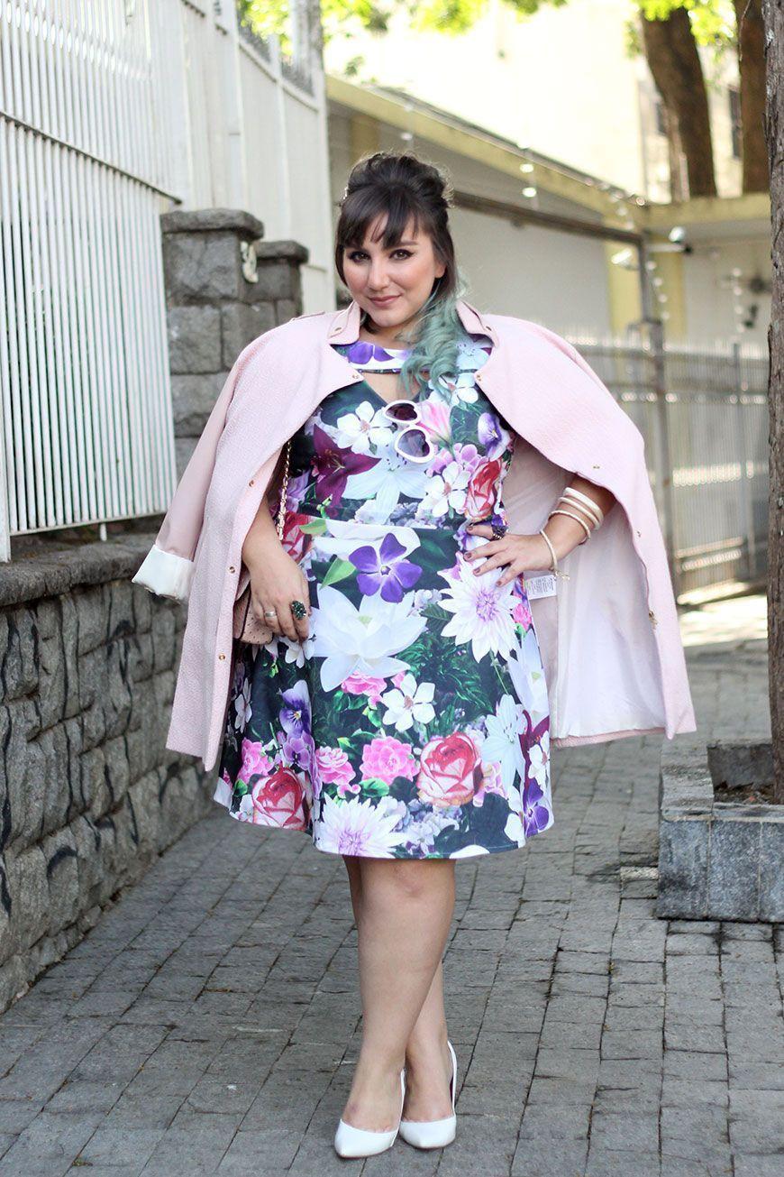 """Foto: Reprodução / <a href=""""http://juromano.com/looks/vestido-plus-size-floral-em-look-romantico-para-ficar-chiquerrima"""" target=""""_blank"""">Ju Romano</a>"""