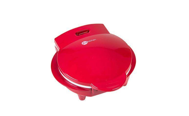 """Omeleteira Fun Kitchen por R$99,90 na <a href=""""http://www.americanas.com.br/produto/120342953/omeleteira-fun-kitchen-vermelha-com-revestimento-ceramico-e-2-anos-de-garantia"""" target=""""blank_"""">Lojas Americanas</a>"""