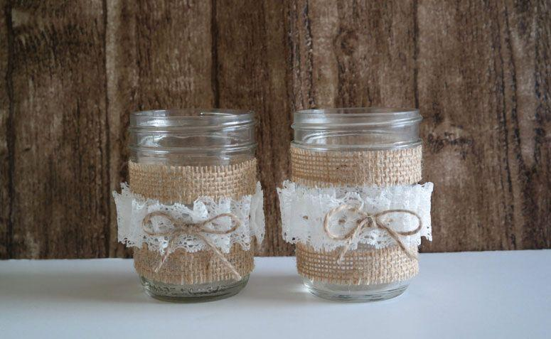 "Vaso decorativo por R$11,49 no <a href=""https://www.etsy.com/pt/listing/207393980/half-pint-size-twine-lace-mason-jar?ref=related-3"" target=""_blank"">Etsy</a>"