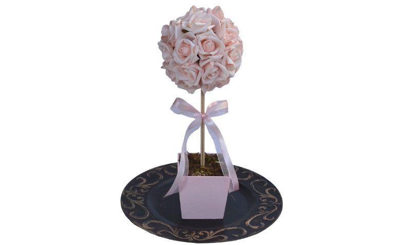 "Topiaria de Rosas  por R$ 48,20 no <a href=""http://www.elo7.com.br/topiaria-de-rosas-g/dp/4B7D8E#df=d&uso=d"" target=""_blank"">Elo7</a>"