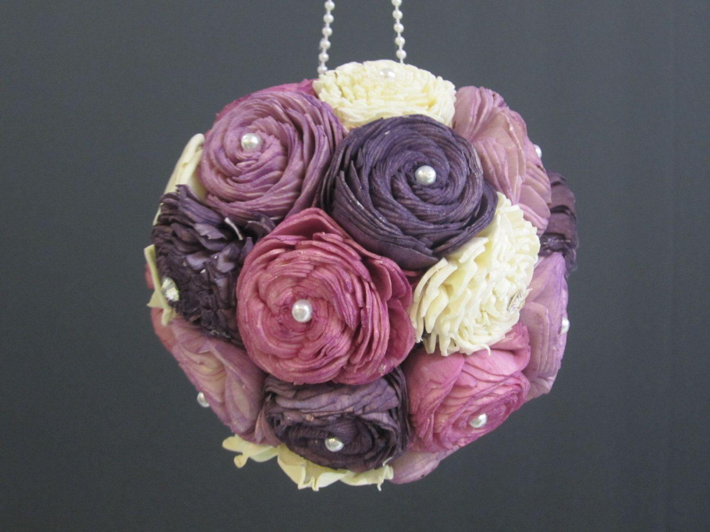"Topiaria rosas roxas por R$91,79 no <a href=""https://www.etsy.com/pt/listing/120124196/purple-sola-flower-kissing-ball?ref=market"" target=""_blank"">Etsy</a>"