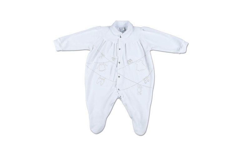 "Macacão bebê por R$54,70 na <a href=""http://www.lojaanozero.com.br/macacao-plush-varal-roupas-branco-310/p"" target=""blank_"">Loja Ano Zero</a>"