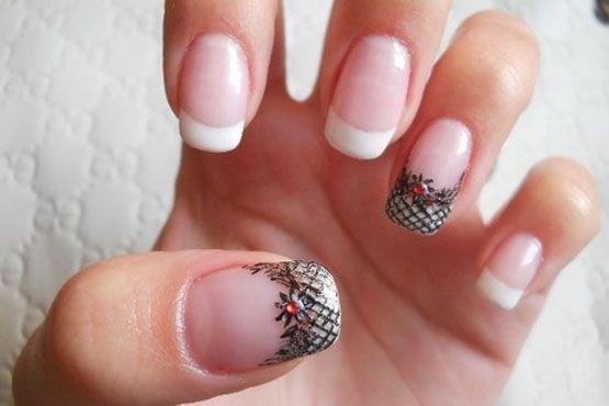 Fazer uma ou duas unhas diferentes também é uma sugestão para as noivas