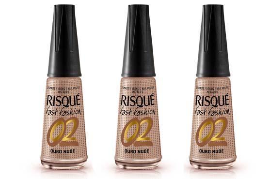 Depois do Preto Fosco, a Risqué lança o esmalte nº 2 da linha Fast Fashion. O Ouro Nude é uma cor clarinha discreta, um tom de café com leite que ganha um toque de glamour com o efeito metálico.