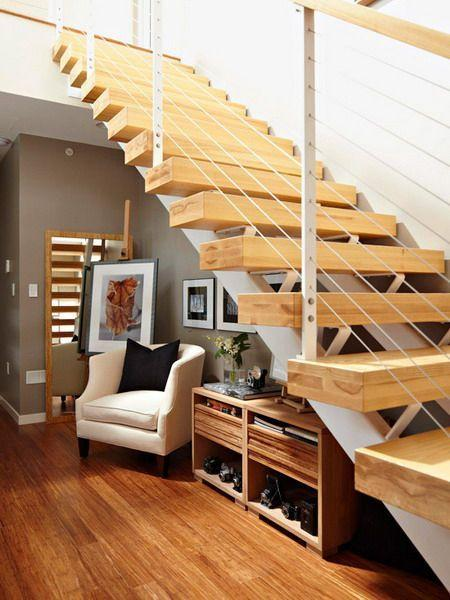 "Foto: Reprodução / <a href=""http://www.homedit.com/build-a-storage-space-under-your-stairs/"" target=""_blank"">Homedit</a>"