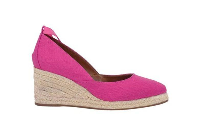 "Espadrilhe rosa por R$119,90 na <a href=""http://www.shoestock.com.br/scarpin-espadrille-anabela-lona-corda-pink-1703006300029/p"" target=""_blank"">Shoestock</a>"