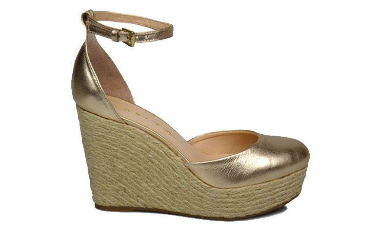 """Espadrilhe dourado por R$229,90 na <a href=""""http://www.xn--marinacalados-qgb.com.br/sapatos/anabela/Sandalia-Espadrille-Tabita-Dourado"""" target=""""_blank"""">Marina Calçados</a>"""