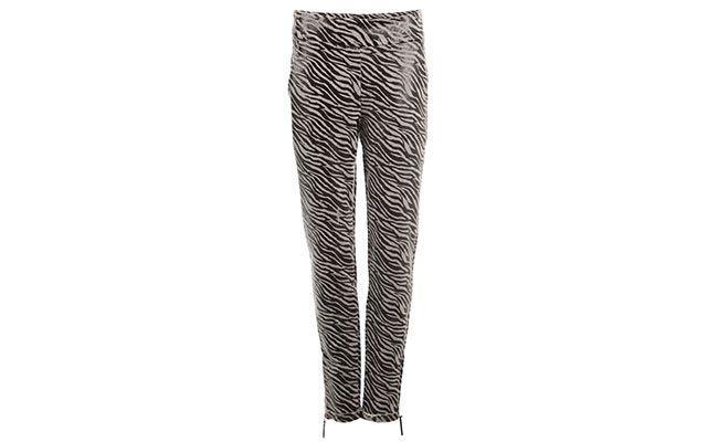 """Calça zebra Super Suite Seventy Seven por R$385 na <a href=""""http://www.e-closet.com.br/item/cal-a-malu-lamina-zebra-super-suite-seventy-seven-10543.html"""" target=""""blank_"""">E-Closet</a>"""