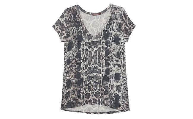 """Camiseta de cobra Bo.bô por R$299 na <a href=""""http://www.oqvestir.com.br/t-shirt-cobra---preta-38274.aspx/p"""" target=""""blank_"""">Oqvestir</a>"""