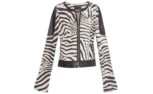 """Casaco de zebra Le Lis por R$479 na <a href=""""http://www.oqvestir.com.br/casaco-zebra-bege-37384.aspx/p"""" target=""""blank_"""">Oqvestir</a>"""