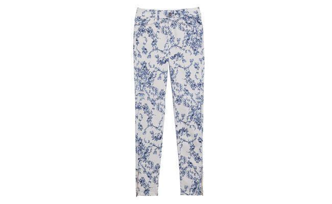 """Calça skinny azulejo azul e branco Iorane por R$429 na <a href=""""http://www.oqvestir.com.br/calca-skinny-azulejo-azul-e-branco-32468.aspx/p?"""" target=""""_blank"""">Oqvestir</a>"""