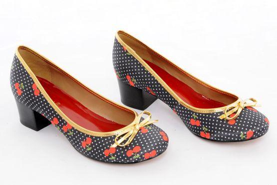 Sapatos com estampa de frutas