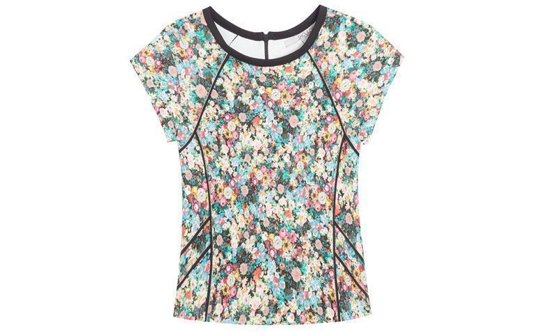 "Blusa Shoulder por R$239,00 no <a href=""http://www.oqvestir.com.br/t-shirt-shoulder-floral---preta-53678.aspx/p"" target=""_blank"">Oqvestir</a>"