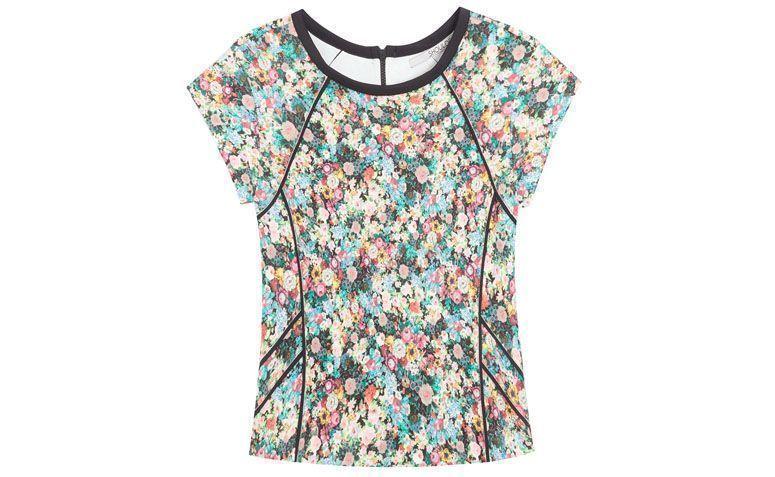 "Blusa Shoulder por R$239,00 no <a href=""http://www.oqvestir.com.br/t-shirt-shoulder-floral---preta-53678.aspx/p"" target=""_blank"">Oqvestir</a>"