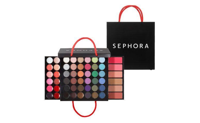 "Maleta de Maquiagem Sephora Collection por R$179 na <a href=""http://ad.zanox.com/ppc/?29470510C96566469&ULP=[[http://www.sephora.com.br/sephora-collection/maquiagem/kits-de-maquiagem/medium-shopping-bag-makeup-palette-12147&utm_source=zanox&utm_medium=link_texto&utm_campaign=custom_deeplink&s_cid=custom_deeplink]]"" rel=""nofollow"" target=""_blank"">Sephora</a>"