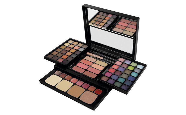 """Make B. Palette de Maquiagem por R$189 no <a href=""""http://www.boticario.com.br/make-b--palette-de-maquiagem-the-favorites-25779/p?idsku=2003360"""" target=""""_blank"""">Boticário</a>"""