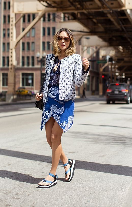 "Foto: Reprodução / <a href=""http://www.songofstyle.com/2015/04/exploring-chicago-in-teva-sandals.html"" target=""_blank"">Modices</a>"