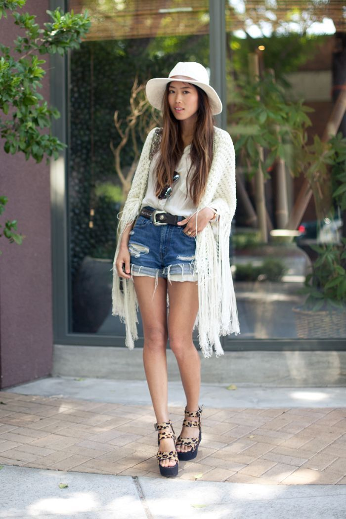 "Foto: Reprodução / <a href=""http://www.songofstyle.com/2013/06/denim-shorts-obsession.html"" target=""_blank"">Song of Style</a>"