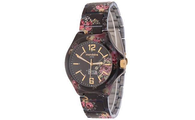 "Relógio Mondaine por R$196 na <a href=""http://www.glamour.com.br/relogio-de-pulso-mondaine-analogico-floral-preto-ivete-sangalo-199927/p"" target=""blank_"">Glamour</a>"