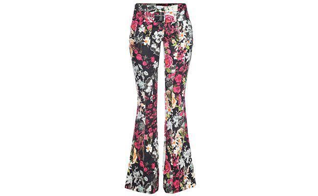 "Calça Flare Espaço Fashion R$418 na <a href=""http://www.fashiondelivery.com.br/calca-espaco-fashion-flare-estampada-floral-patch-191825/p"" target=""blank_"">Fashion Delivery</a>"