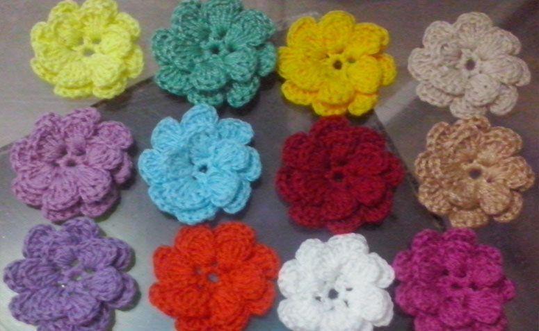 "Flores de crochê para aplique por R$12,00 no <a href=""http://www.elo7.com.br/10-flores-de-croche-para-aplique-4cm/dp/64FAC8#pso=up&osbt=b-o&df=d&fatc=1&ss=0&sv=0&uso=d&fvip=1&hsn=0&smk=0"" target=""blank_"">Elo7</a>"