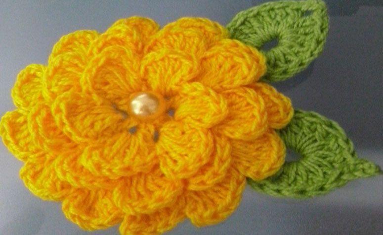 """Flor de crochê com duas folhas por R$3,50 no <a href=""""http://www.elo7.com.br/flor-de-croche-para-aplique-com-2-folhas/dp/64FA19#pso=up&osbt=b-o&df=d&fatc=1&ss=0&sv=0&uso=o&fvip=1&hsn=0&smk=0"""" target=""""blank_"""">Elo7</a>"""