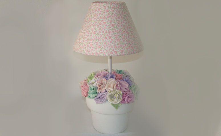 "Abajur vaso flores por R$ 130,00 na <a href=""http://www.elo7.com.br/abajur-vaso-flores/dp/33B09B#df=d&uso=o&pso=up&osbt=b-o&nqs=1&sv=0"" target=""_blank""> Elo7</a>"