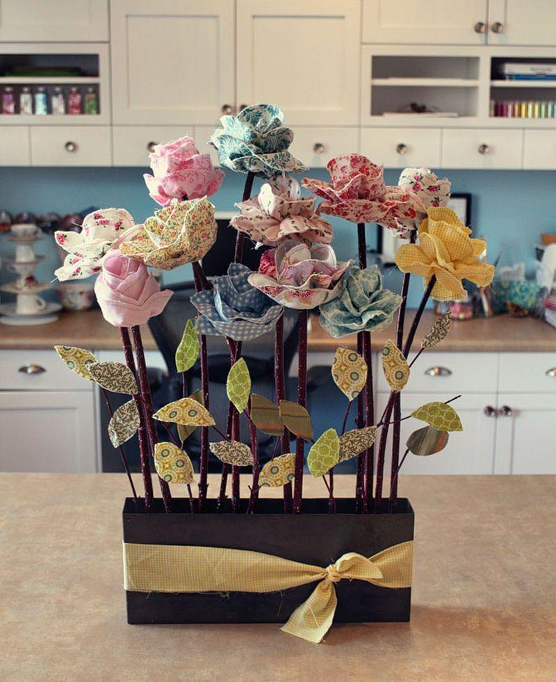"""Foto: Reprodução / <a href=""""http://www.handimania.com/sew/fabric-flowers.html"""" target=""""_blank"""">Handimania</a>"""