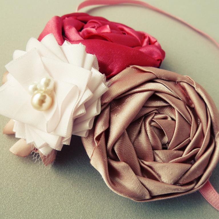 "Foto: Reprodução / <a href=""http://www.craftsy.com/project/view/fancy-headband-flower-tutorial/95965"" target=""_blank"">Crafsty</a>"