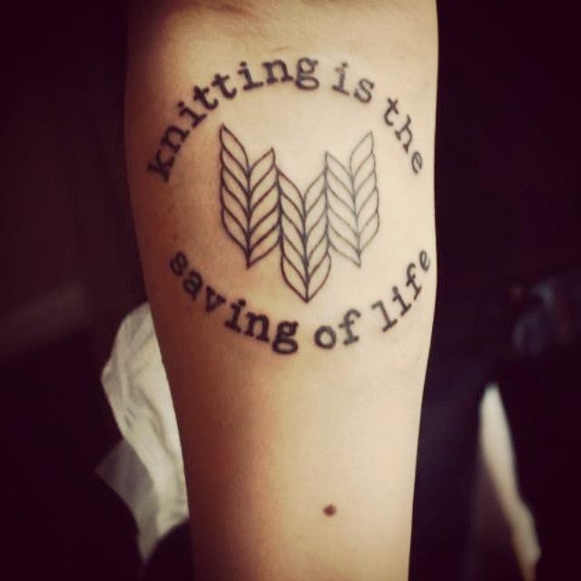 "1.Foto: Reprodução / <a href=""http://yarncoma.blogspot.com.br/2012/04/its-been-awhile-1-tattoo.html"" target=""_blank"">Yarn Coma</a>"