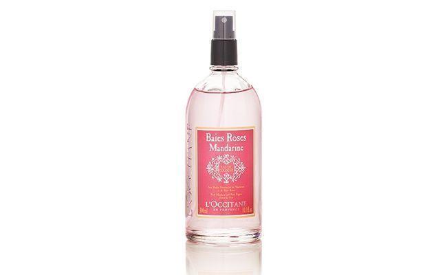 """Desodorante colônia Pimenta Rosa e Tangerina L'occitane por R$115 na <a href=""""http://br.loccitane.com/desodorante-col%C3%B4nia-pimenta-rosa-e-tangerina,43,2,33983,505810.htm"""" target=""""blank_"""">L'occitane</a>"""