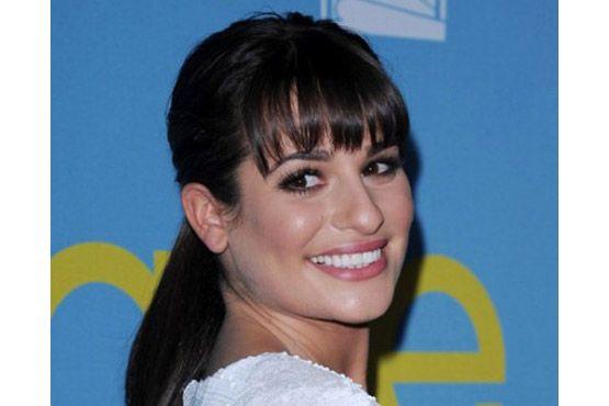 Lea Michele Long Bangs Ponytail Hairstyle1 400x542 Conheça 6 tipos diferentes de rabo de cavalo