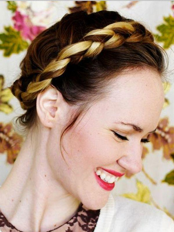 "Reprodução/<a href=""http://www.abeautifulmess.com/2011/12/how-to-style-a-braided-crown.html"" target=""_blank"">A Beautiful Mess</a>"