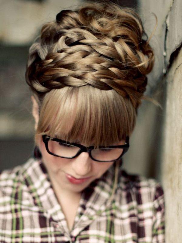 "Reprodução/<a href=""http://www.abeautifulmess.com/2011/03/how-to-style-maiden-braids-.html"" target=""_blank"">A Beautiful Mess</a>"